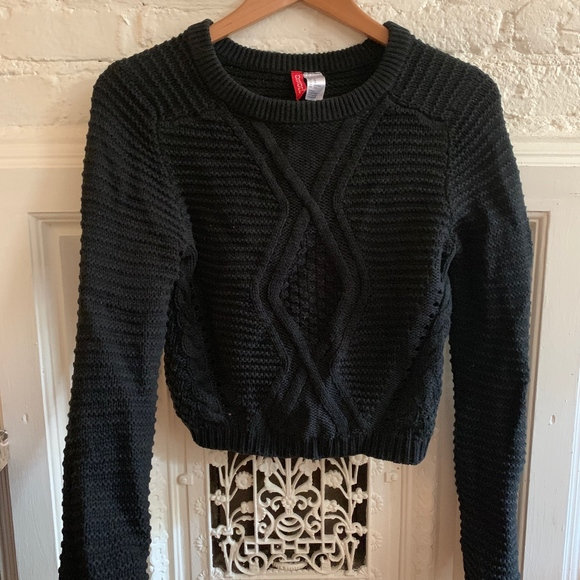 H&M Sweaters - Cableknit Crop Sweater